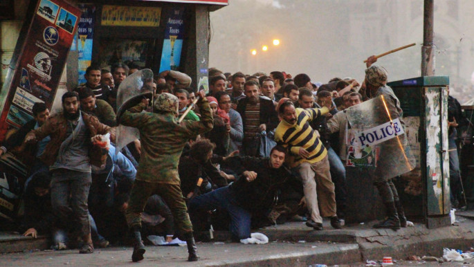 Military officers clash with protesters [credit: Mostafa Sheshtawy]