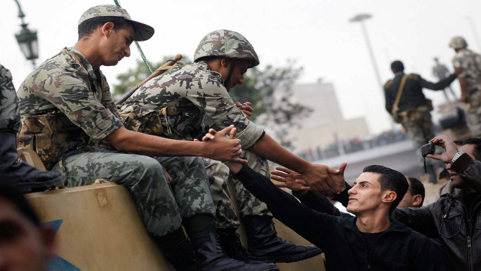 Army officers join anti-Mubarak protesters in Tahrir square